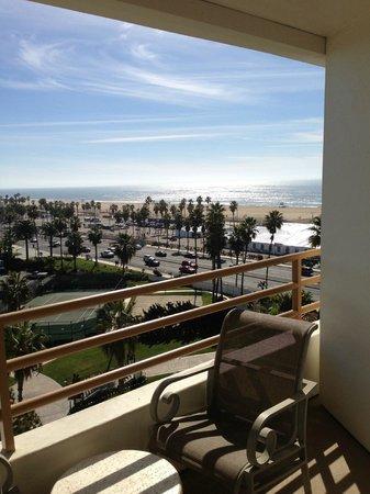 The Waterfront Beach Resort, A Hilton Hotel: Nice balcony