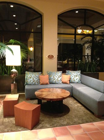 The Waterfront Beach Resort, A Hilton Hotel : Nice interior