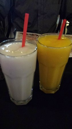 Cuba Cafe Restaurant : Guanabana and passionfruit juices/smoothies