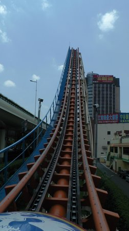 Jinjiang Amusement Park: Roller Coaster