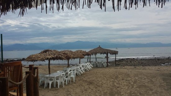Restaurant Bar Las 3 Palapas : Beach seating