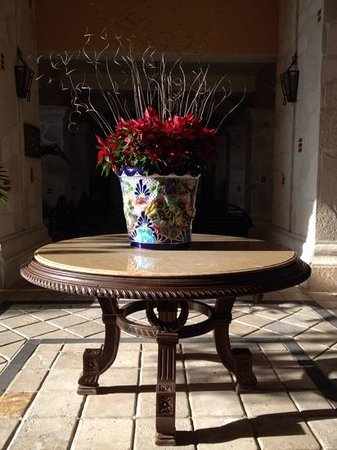 Royal Hideaway Playacar: Holiday floral arrangement in the foyer
