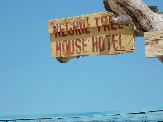 Negril Tree House Resort: Negril Tree House Hotel sign