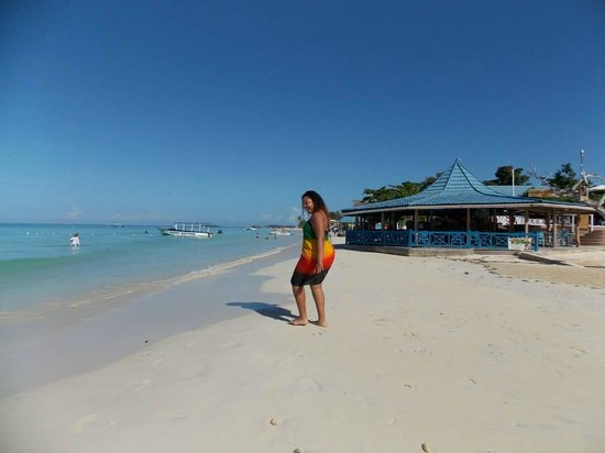 Negril Tree House Resort: beach front