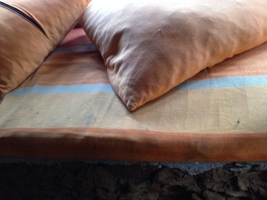 Saraii Village: Dirty pillows