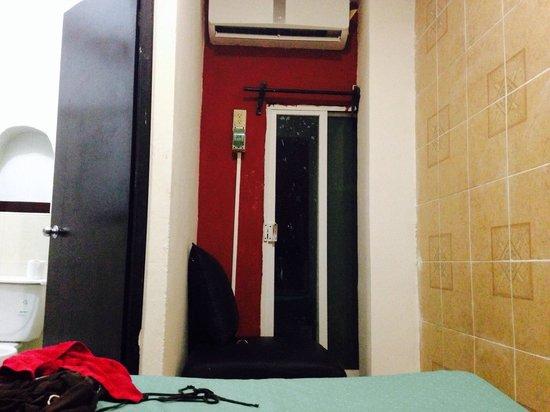 Hotel Hacienda Agua Azul : La ventana de la habitación...