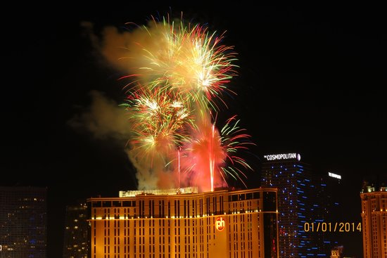 Platinum Hotel and Spa : Fireworks on the Las Vegas strip - New Years Eve