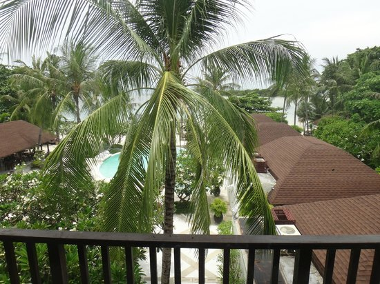Iyara Beach Hotel & Plaza: Ocean/Pool View from our suite