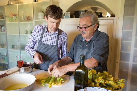 Ars Opulenta Tours: Cooking with the chef!