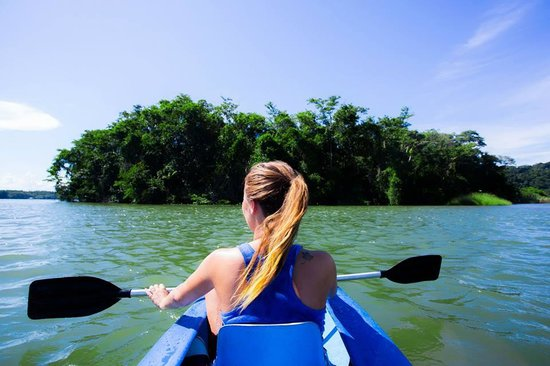 The Round House Hostel: Kayaking on the Rio Dulce