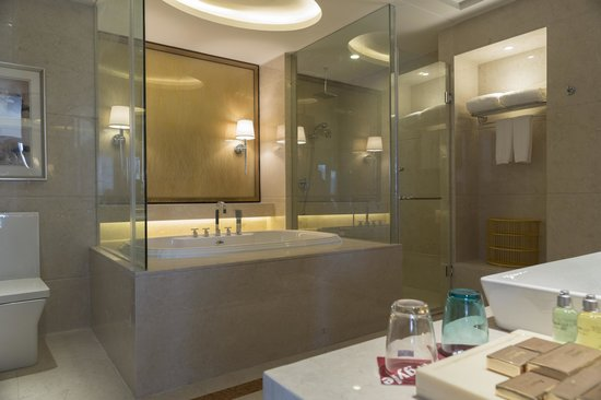 Argyle Grand Hotel Liupanshui: Bathroom - Suite