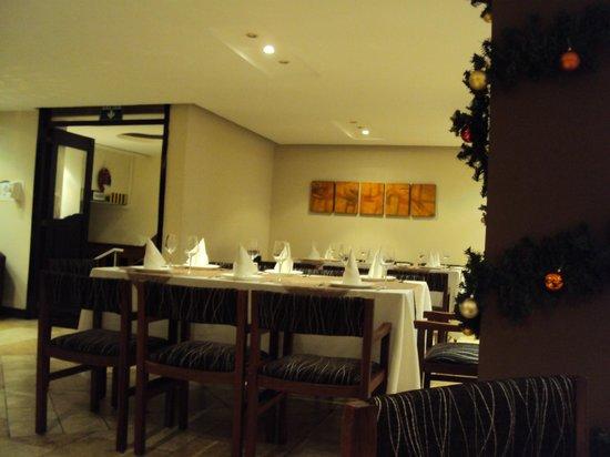 Embassy Hotel: restaurant