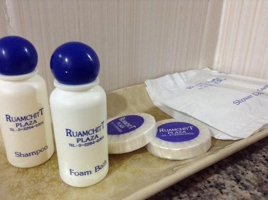 Ruamchitt Hotel: basic toiletries
