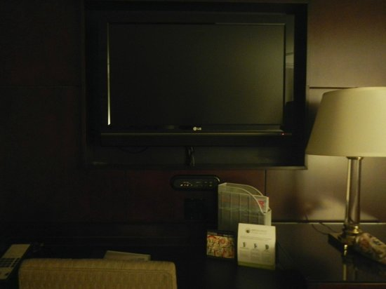 The Listel Hotel Vancouver: TV