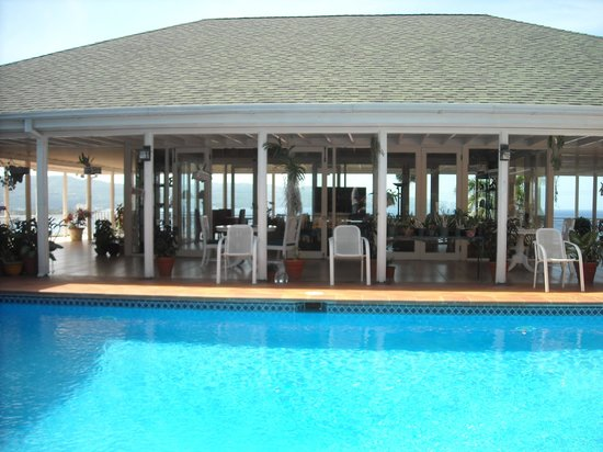 Polkerris Bed and Breakfast: Pool and lounge area