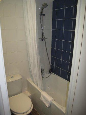 Est Hotel Paris : Ancora il bagno