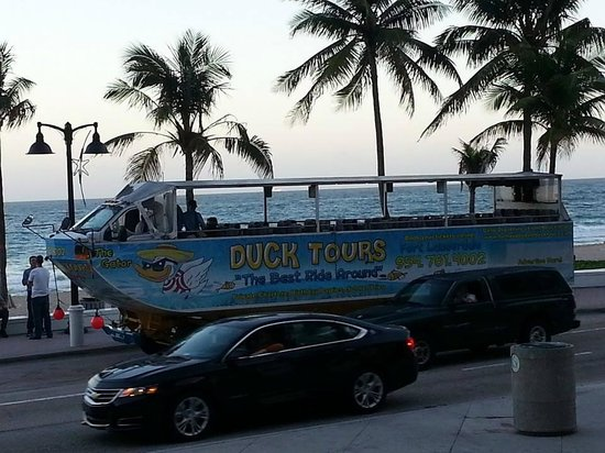 Duck Tours Fort Lauderdale: Convenient ticket office in BeachPlace Mall