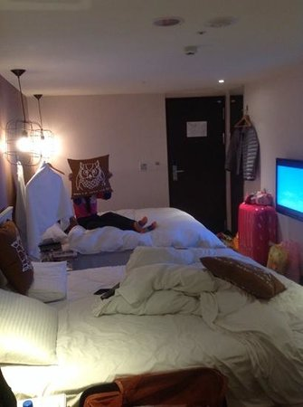 Via Hotel Loft: very comfort bed with big LCD TV