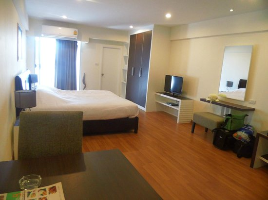 Nanatai Mansion : Zimmer 7.Etage Nr.709 super sauber Flachbild DVD