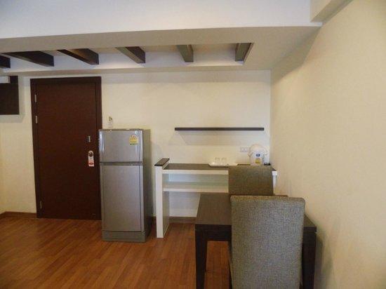 Nanatai Mansion : Zimmer 7.Etage Nr.709 super sauber Kühlschrank Eßbereich