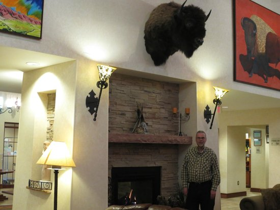 Homewood Suites Santa Fe: After complimentary beers, Septy mugs under buffalo head
