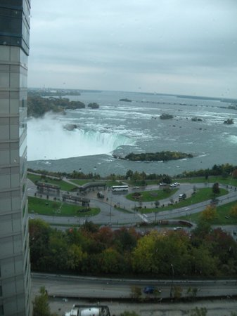 Radisson Hotel & Suites Fallsview: waking up to this every morning