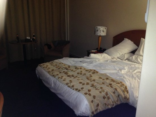 Chifley on South Terrace : Queen room - very comfy