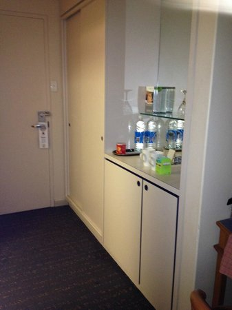 Chifley on South Terrace : your standard mini bar/tea and coffee making area