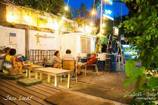 Taco Local : Courtyard