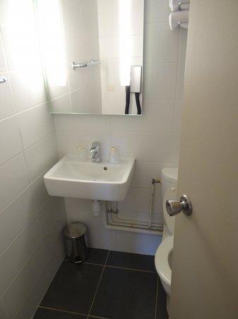 Timhotel Nation: Bathroom