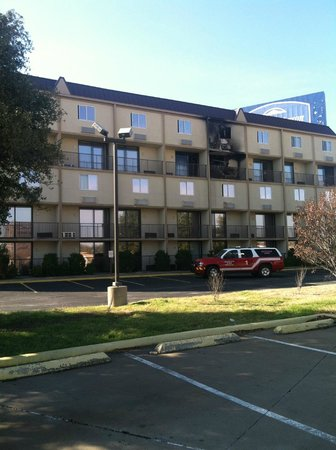 Howard Johnson Express Inn - Arlington Ballpark / Six Flags: Hotel Room Fire