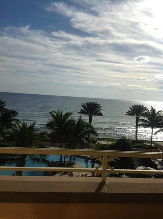 Eau Palm Beach Resort & Spa : View from our balcomy