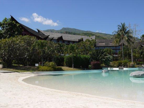 Le Meridien Tahiti: main building from pool
