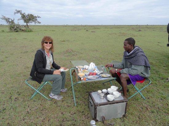Duma Camp Maasai Mara: Breakfast picnic with Felix (on right)
