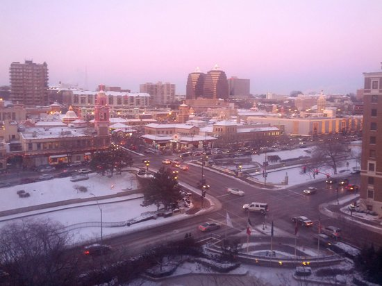 InterContinental Kansas City at the Plaza: In the twilight of the winter evening