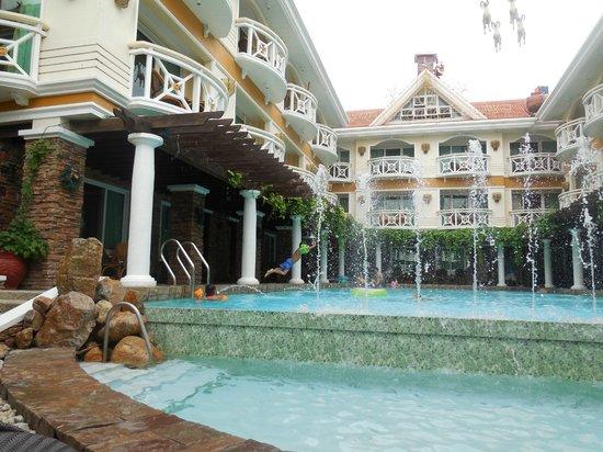 Boracay Mandarin Island Hotel: Pool view