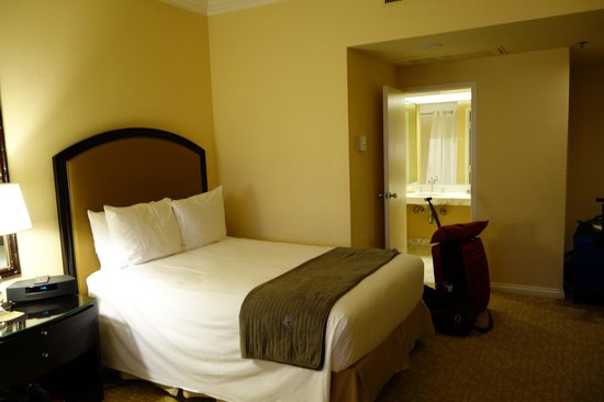 The Beverly Hilton: room