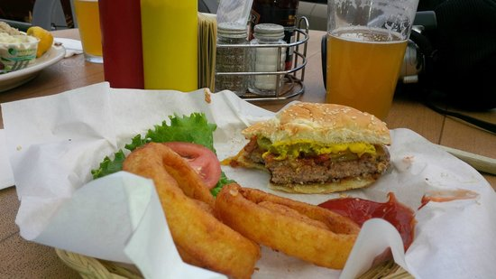 Bill's Tavern & Brewhouse : Tilamook Cheeseburger