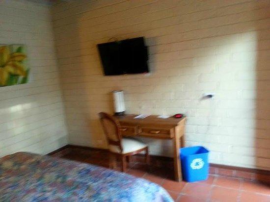 Americas Best Value Inn - Posada El Rey Sol: Flat screen
