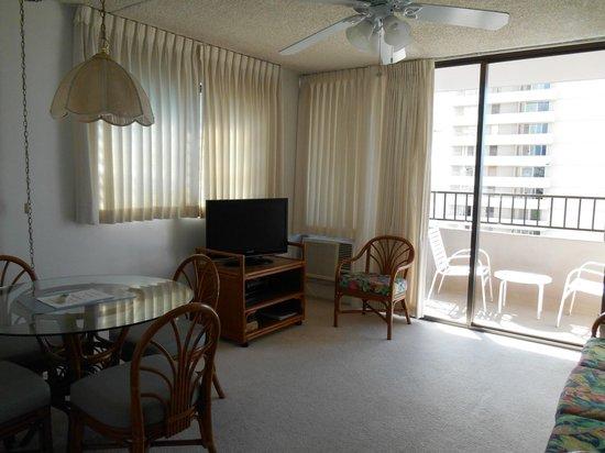 Royal Kuhio Resort : 室内  ここにソファーベッドあり