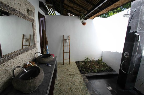 Minabali Bunga'lo: Bathroom