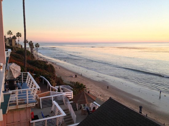 Laguna Riviera Beach Resort: Looking south from balcony at dusk