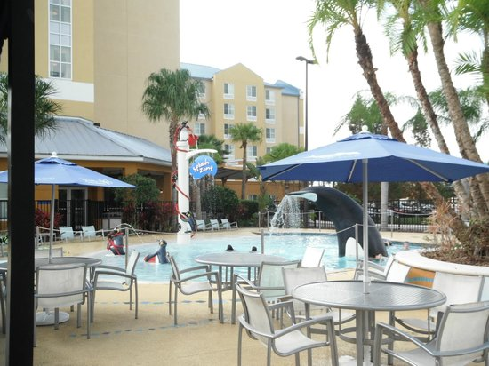Fairfield Inn & Suites Orlando at SeaWorld® : Piscina Tematica