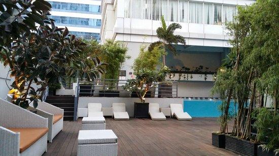 HARRIS Suites FX Sudirman: pool