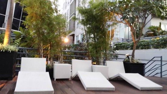 HARRIS Suites FX Sudirman: hotel facade