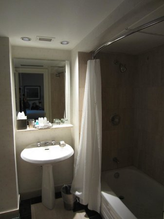 The Omni King Edward Hotel: Bathroom