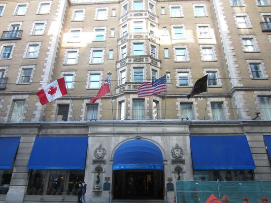The Omni King Edward Hotel: Front of Hotel