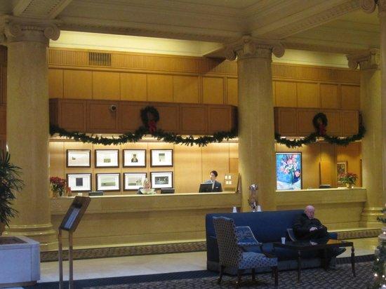 The Omni King Edward Hotel: Front Desk