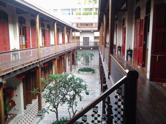 Seven Terraces: stunning courtyard