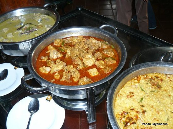Hotel Mihintale: Curried chicken, mildly spiced up